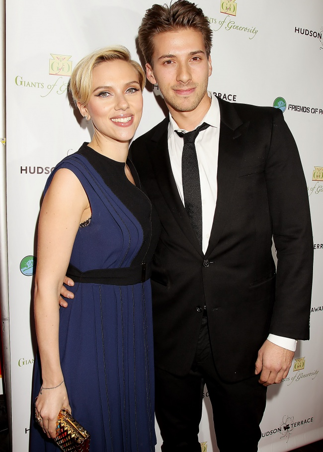 Scarlett Johansson with her twin brother Hunter