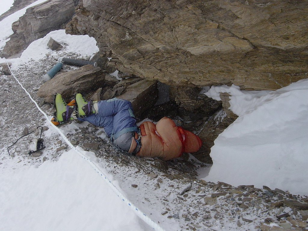Many mountaineers have died on the way up to the summit of Mt. Everest while trying to achieve their dream.