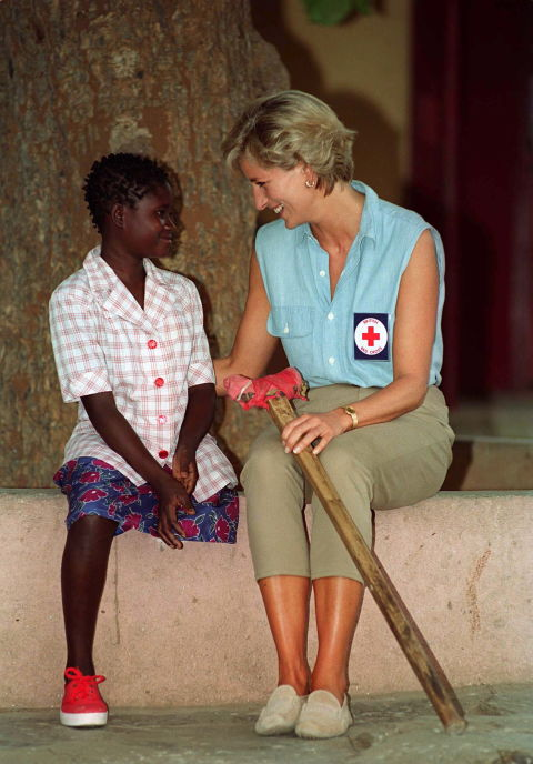 17. January 1997: This photo was taken at the Neves Bendinha Orthopedic workshop. The 13-year-old Sandra Thijika, lost her leg in a mine accident in 1994.