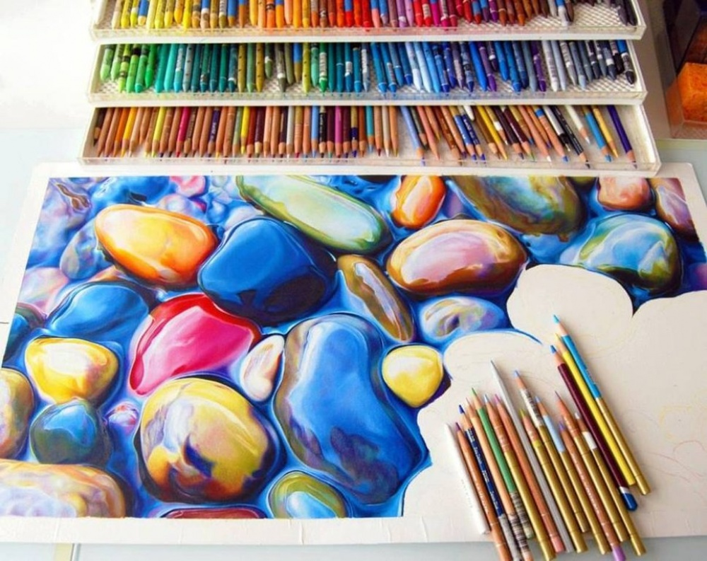 An incredibly beautiful drawming made using only coloured pencils