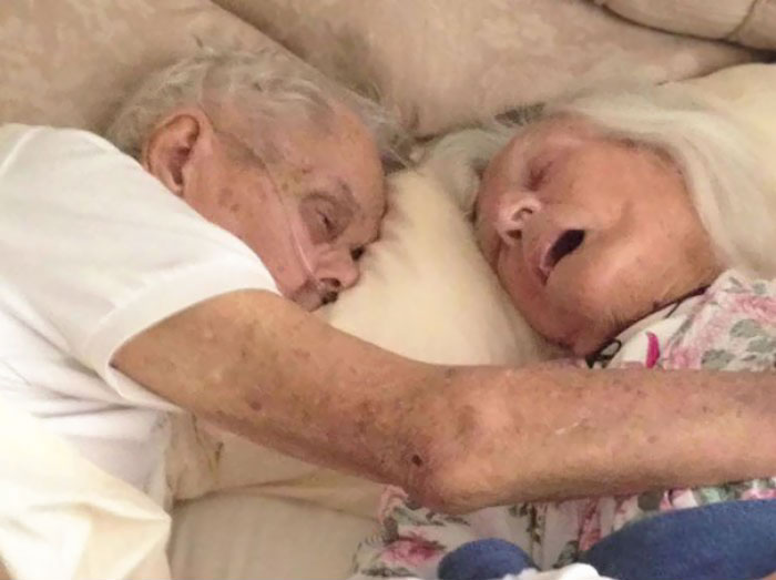 13. After 75 Years Of Marriage, This Couple Died In Each Others' Arms Hours Apart