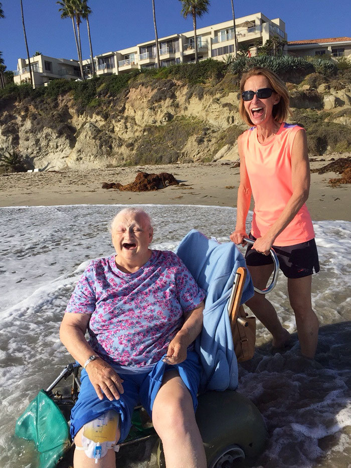 #15 My Grandma Wanted To See The Ocean One Last Time Before Checking Into Hospice. Her Face Says It All