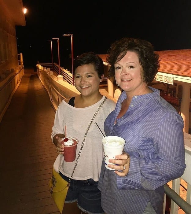 11. This frozen-drink-loving lookalike mother and daughter.