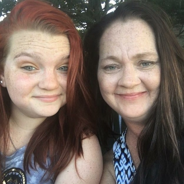 21. This mother and daughter with matching faces and smirks.