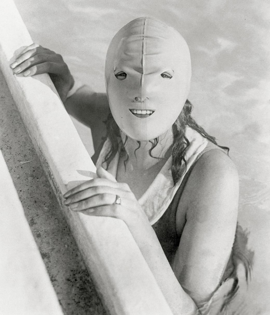 17. Sporting the latest trends in beach fashion, 1925: