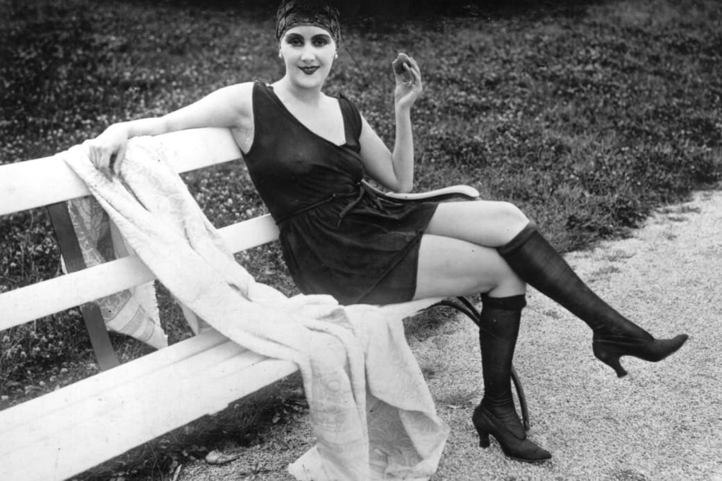 18. Like aquatic stockings and heels, circa 1915: