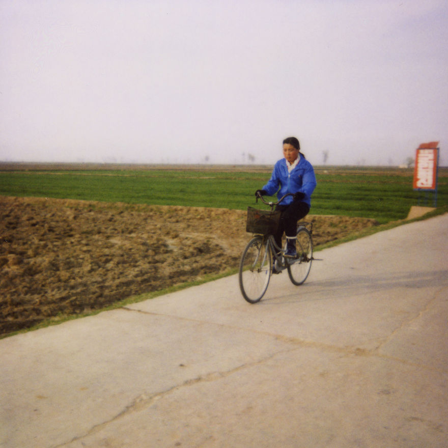 A picture taken in the countryside, as in Pyongyang, depending on the mood of the Leaders, riding a bike is not possible for women, not aesthetic. In the countryside, there is no choice to move from one point to another…